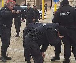 Policjanci płaczą od własnego gazu. Bułgarzy oglądają i płaczą ze śmiechu