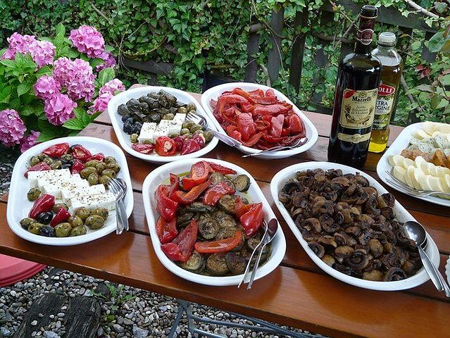 Oliwa z oliwek, ser feta i świeża cytryna