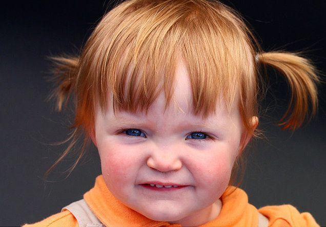 Dziewczynka z rudymi kucykami