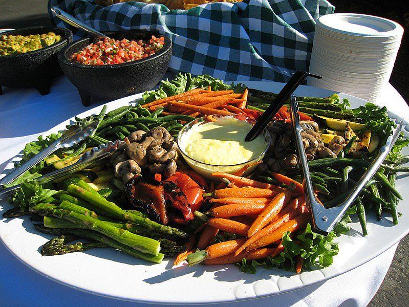 Zdrowa przekąska - warzywa z dipem