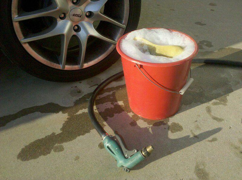 Aktywność bez wysiłku - mycie samochodu