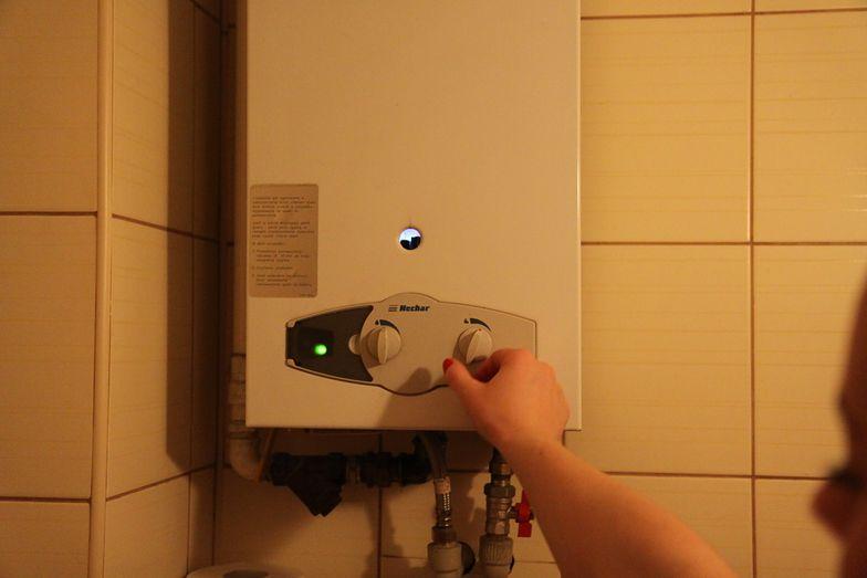 Strażacy apelują, by montować w domach czujniki tlenku węgla, które mogą uratować życie.