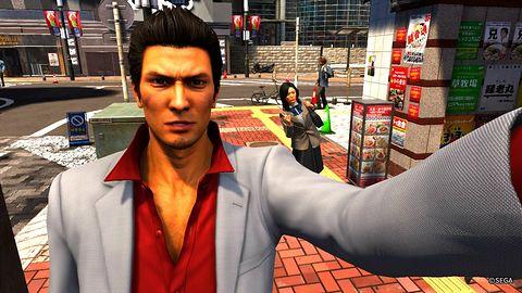 Kazuma był tak zajęty cykaniem fotek, że opóźnił premierę Yakuzy 6