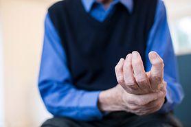 Drżenie rąk to często objaw choroby. 8 przyczyn drżenia rąk