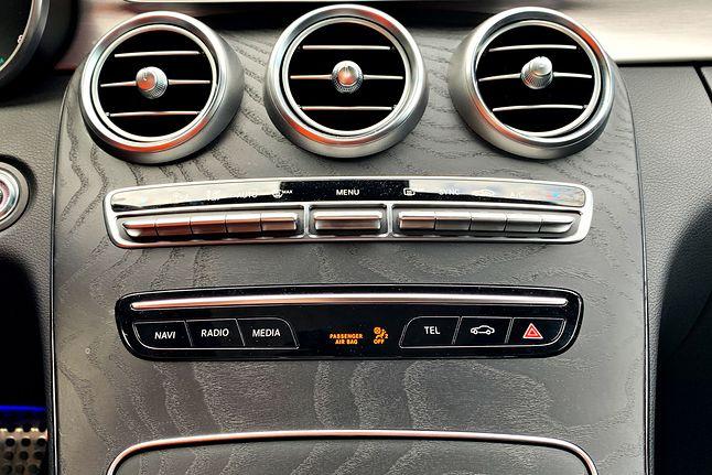 Brak dotykowych ekranów i zestaw przycisków. Brawo Mercedes! :)