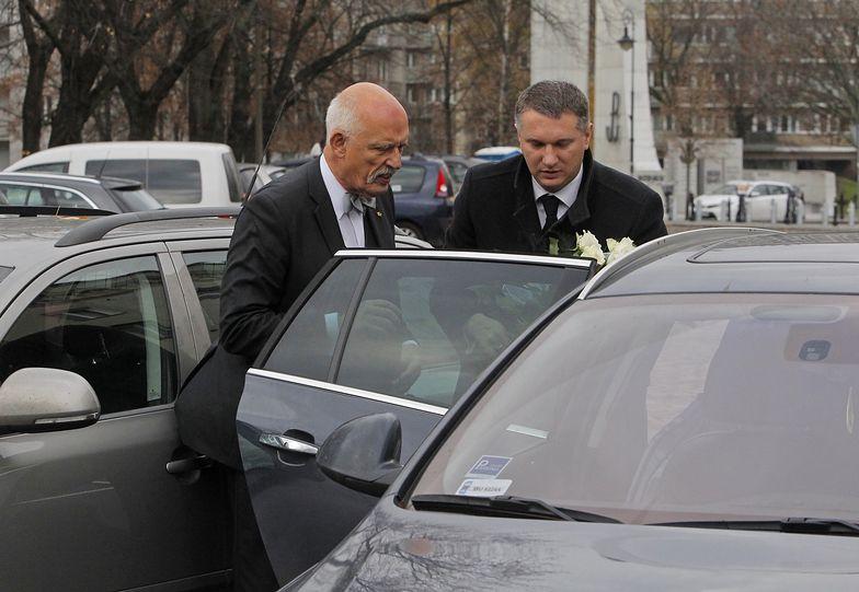 Janusz Korwin-Mikke miał wypadek! Uderzył w ciężarówkę