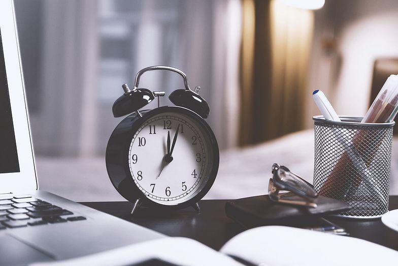 Zmiana czasu z zimowego na letni. Kiedy trzeba przestawić zegarki w 2021 r.?