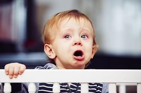 Łóżeczka dla dzieci - jakie wybrać, rozmiar, wykonanie, materac, szczebelki, regulowana wysokość, dodatki