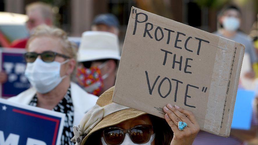 Amerykanie zdają sobie sprawę z wpływu mediów społecznościowych na wynik wyborów /fot. GettyImages
