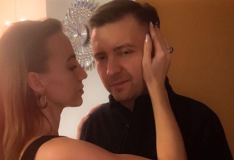 """Łukasz Schreiber przerywa milczenie. Odniósł się do występu żony w """"Top Model"""""""