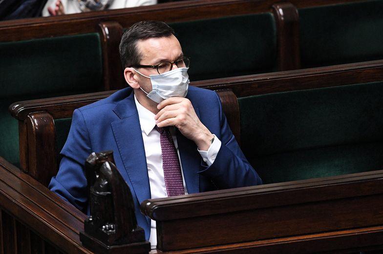 Premier Mateusz Morawiecki na sali plenarnej Sejmu