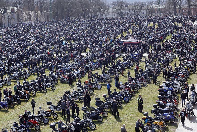 Tysiące ludzi na Jasnej Górze mimo epidemii. Ksiądz mówił o świadectwie odwagi