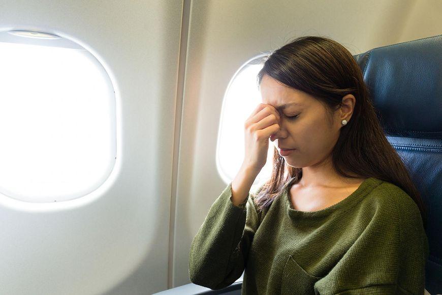 Ból brzucha, głowy i niestrawność to normalne dolegliwości podczas lotu samolotem