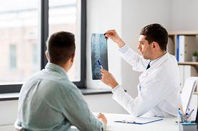 Protruzja krążka międzykręgowego- co to takiego, objawy, przyczyny, rozpoznanie i leczenie