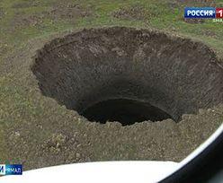 """""""Wybuch bąbla"""" w Rosji. Rok temu tego gigantycznego krateru na Syberii nie było"""