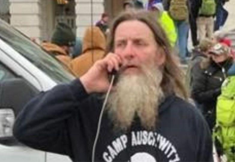 """USA. Nosił bluzę """"Camp Auschwitz"""". Trafił do aresztu"""