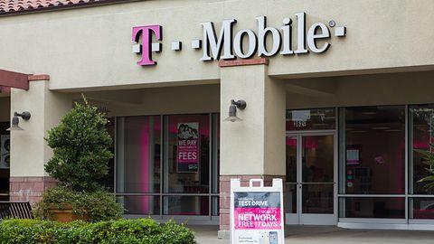 Pożar w jednej z warszawskich hal. Możliwe utrudnienia dla klientów T-Mobile