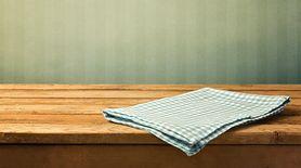 Kuchenna ścierka to siedlisko zarazków. Sprawdź, jak się ich pozbyć (WIDEO)