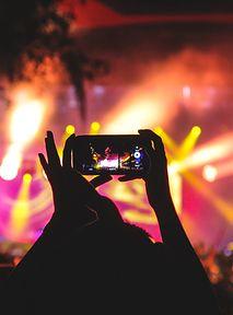 Zaszczepieni na koncertach i domówkach mają lepiej - do szczęścia potrzebują tylko aplikacji