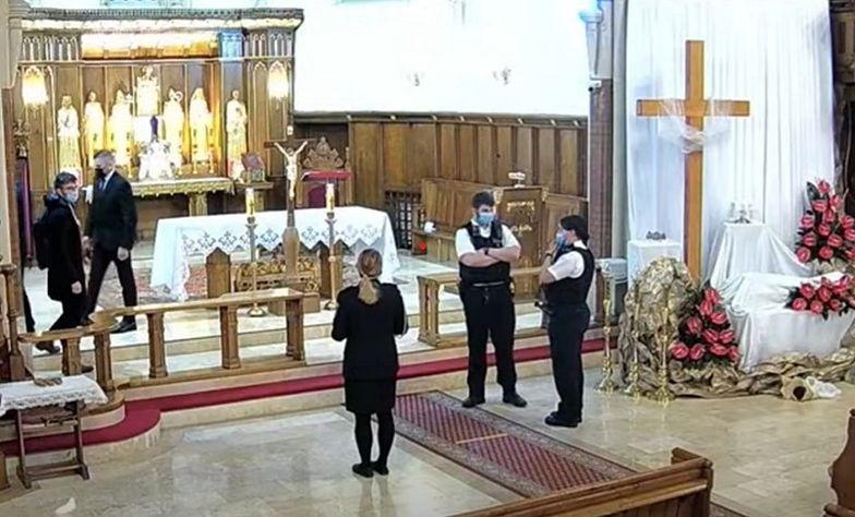 Przerwali mszę w polskim kościele. Policjanci przepraszają z ambony