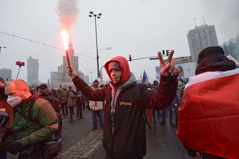 Strajk Kobiet. Tłumy protestujących pod domem Jarosława Kaczyńskiego