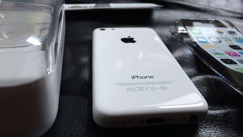 iPhone Xr w bardziej odważnych kolorach na zdjęciach. Czy Apple mogło przesadzić?