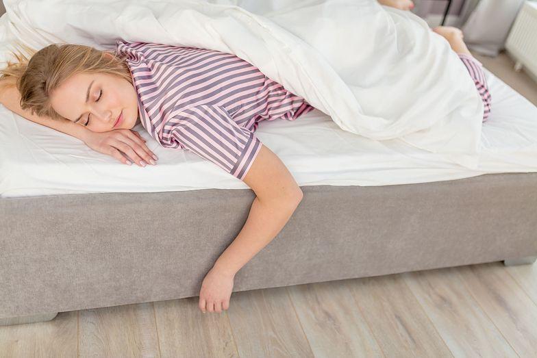 Nigdy nie śpij na prawym boku. To ma ogromne znaczenie