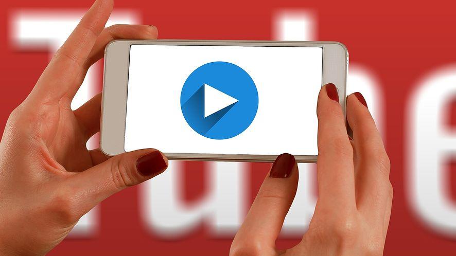 YouTube wprowadza nowe gesty w aplikacji. Przejście do następnego filmiku jest wygodniejsze