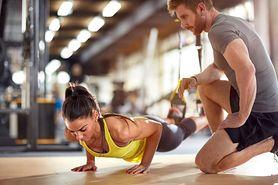 Damskie pompki - charakterystyka, jak ćwiczyć, efekty, błędy