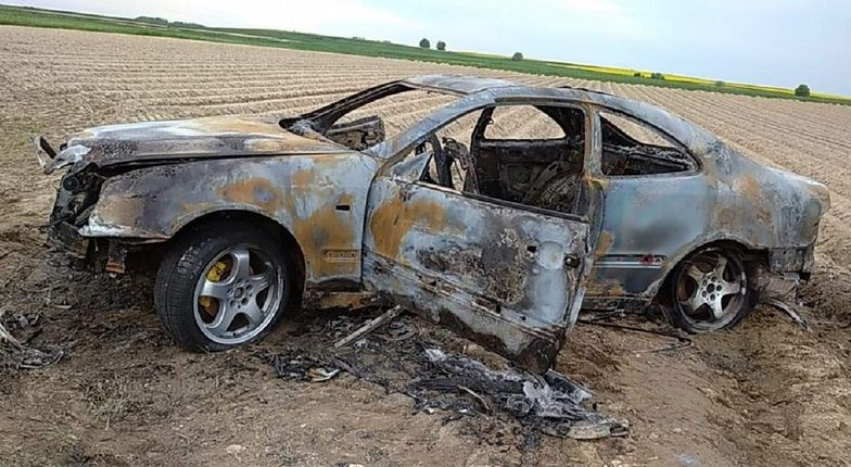 Mercedes doszczętnie spłonął