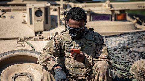 """Kolejne oszustwo na """"amerykańskiego żołnierza"""". Kobieta straciła ponad 100 tys. złotych"""
