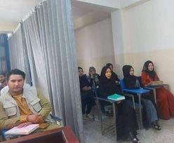 Uniwersytety w Afganistanie ponownie otwarte. Kobiety i mężczyzn dzieli kurtyna
