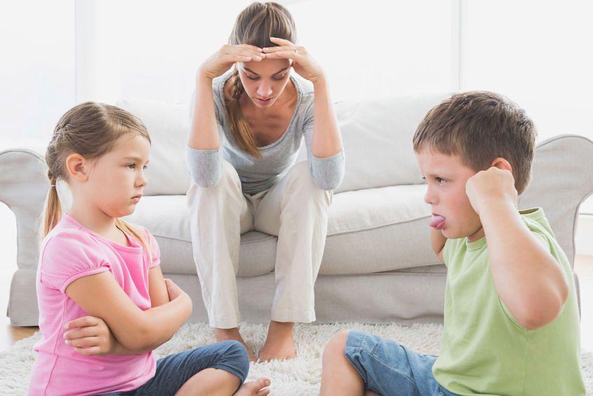 Unikaj sytuacji, w których przez to co powiesz, twoje dziecko może poczuć się gorsze od innych dzieci
