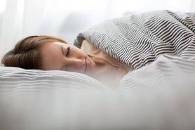 Jaka jest prawidłowa długość snu i czy można spać za długo?