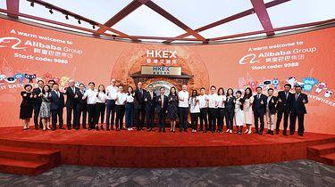 Alibaba w opałach. Ulubiony sklep Polaków pod lupą regulatorów - Alibaba debiutująca na giełdzie w Hongkongu (VCG/VCG via Getty Images)