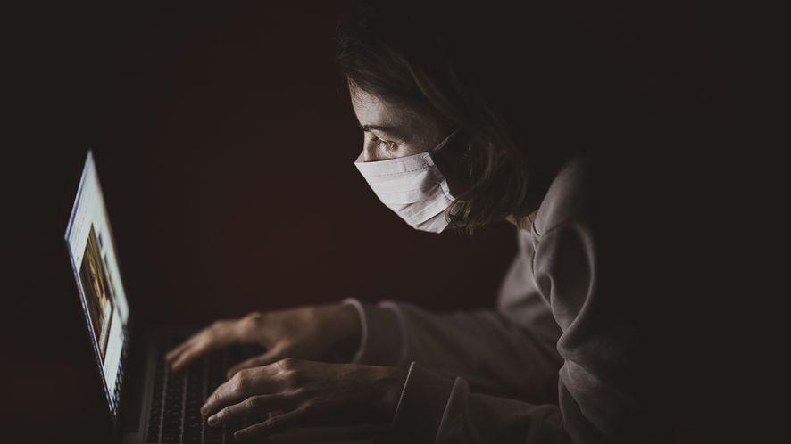 Hakerzy atakują instytucje badające koronawirusa, fot. Pixabay