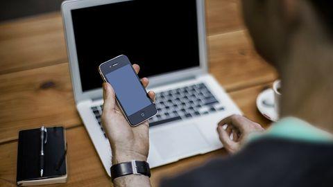 Kupisz iPhone'a, zapłacisz karę – tak partner handlowy Huawei'a walczy z rządem USA