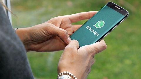 WhatsApp. Zaproszenia do prywatnych rozmów grupowych widniały w Google