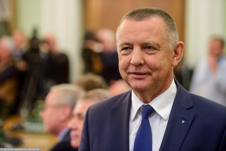 Marian Banaś nie zamierza składać broni ani urzędu. PiS musi rozważyć kilka wariantów odwołania prezesa NIK.