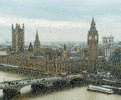 Nie umieją tego wyjaśnić. W Londynie z deszczem pada plastik