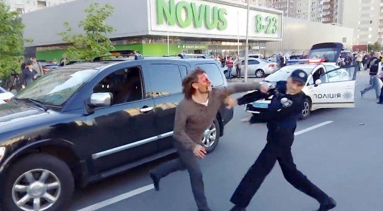 Chcieli aresztować zapaśnika. 7 policjantów ledwo dało radę