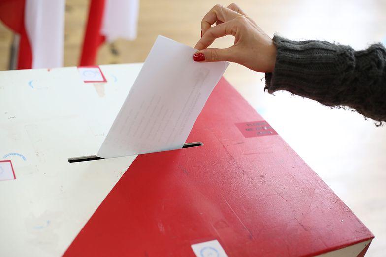 PiS zyskało od wyborów, a PO straciło. CBOS publikuje wyniki najnowszego badania