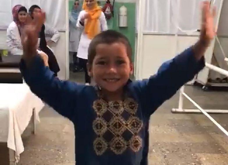 Stracił nogę, gdy miał 8 miesięcy. Teraz 5-latek zatańczył z radości