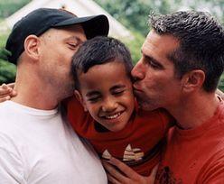 Geje adoptowali porzucone dziecko. Ich życie zmieniło się o 180 stopni