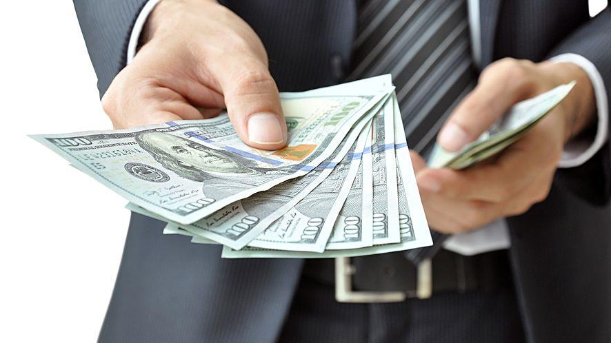 Ręka z pieniądzmi z depositphotos