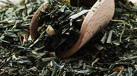Zalety picia zielonej herbaty przed snem (WIDEO)