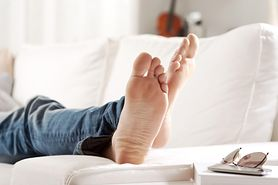 Źle zbudowana stopa wpływa na całe ciało. Objawy są specyficzne