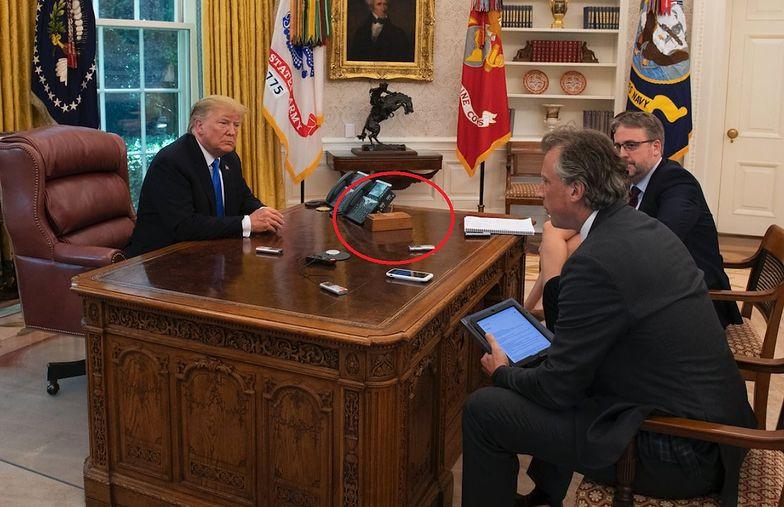 Był na biurku Trumpa. Do czego służył tajemniczy przycisk?