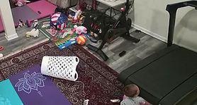 Dziecko zostało wciągnięte pod bieżnię podczas zabawy. Przerażające nagranie