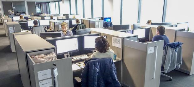 Triber wyszuka w firmie odpowiednich ludzi do konkretnej roboty i wyegzekwuje, by wywiązali się ze swoich zobowiązań.